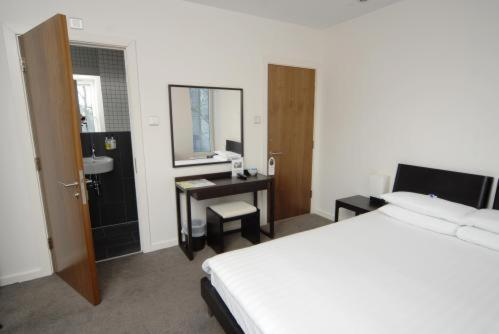 Photo of Euston Square Hotel Hotel Bed and Breakfast Accommodation in London London