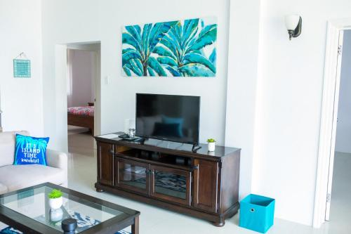 Luxury 1/1 Ocean Front with Pool and Gym!, St Mary