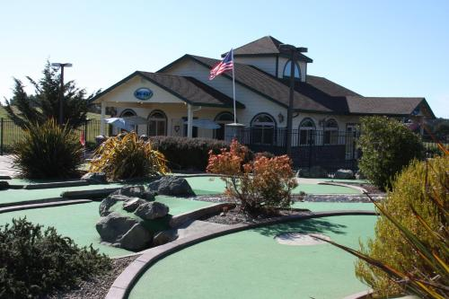 Emerald Dolphin Inn & Mini Golf - Fort Bragg, CA 95437