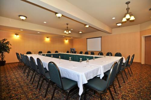 Best Western Plus Fredericton Hotel & Suites Photo
