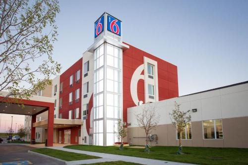 Motel 6 Airdrie, Airdrie