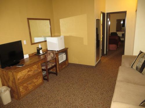 Baymont Inn & Suites Spearfish Photo
