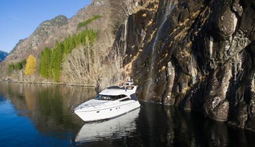 Fjord cruise in a yacht, Лофтхус