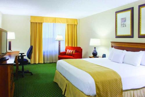 DoubleTree by Hilton Hotel & Executive Meeting Center Somerset - somerset-new-jersey -