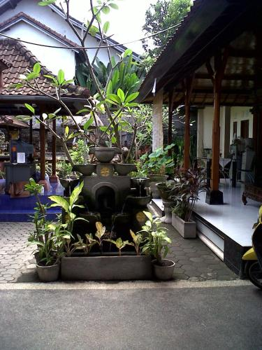 Kirana Home Stay (Bed and Breakfast)