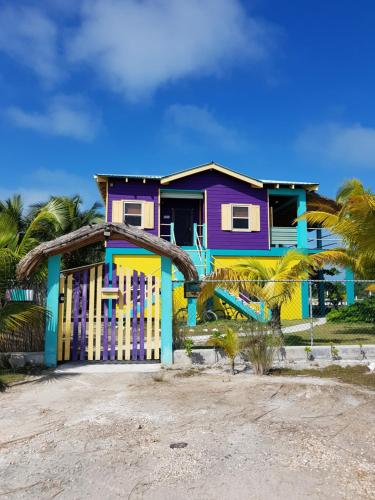 Slo-N-EZ Villa- Upstairs(Ocean View), Caye Corker