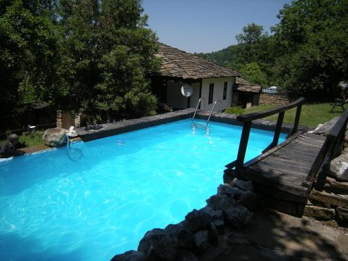 Dzhelepova Guest House- Pool Access, Боженци