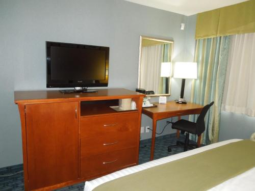 Holiday Inn Express LaGuardia Airport Photo