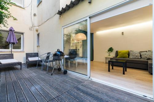 Modern one-bedroom with a terrace and bbq, Lissabon