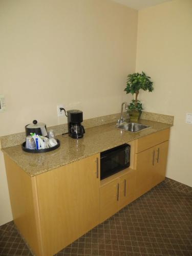 Holiday Inn Express Stockton Southeast Photo