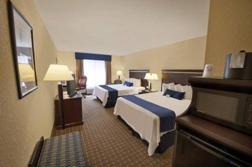 Holiday Inn Express and Suites Allentown West Photo