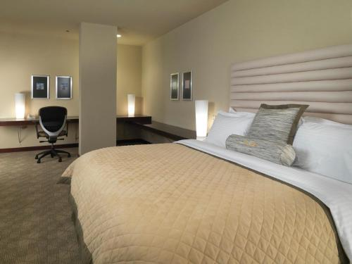 DoubleTree by Hilton Hotel Dallas - Love Field Photo