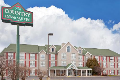 Country Inn & Suites Birch Run Photo