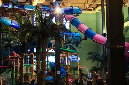 Maui Sands Resort & Indoor Water Park Photo