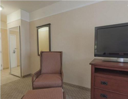 Holiday Inn Express Hotel & Suites San Dimas Photo