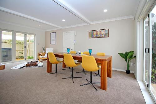 EXECUTIVE house with 1300sq garden, near SHOPPING, Auckland