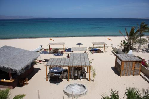 Dalaneys Beach Resort