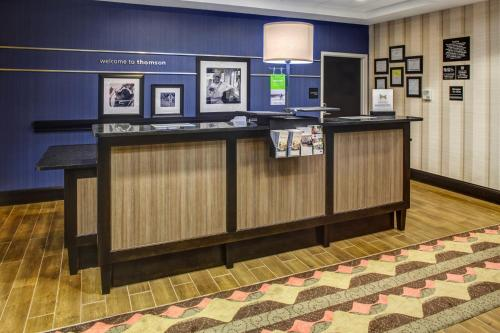 Hampton Inn Thomson Photo