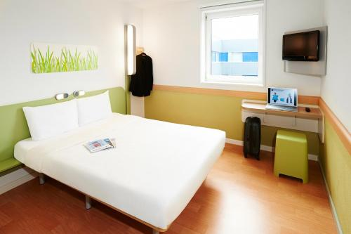 ibis budget Zurich City West photo 11