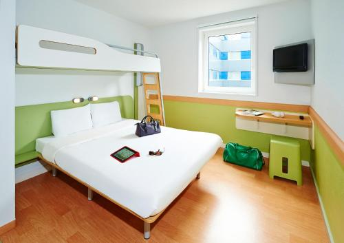 ibis budget Zurich City West photo 13