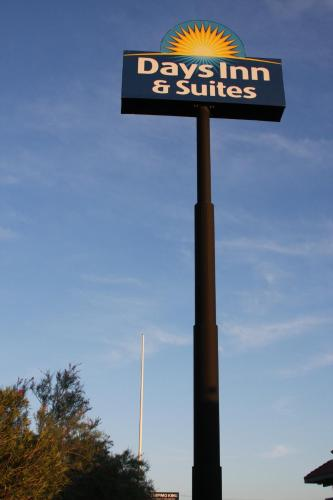 Days Inn & Suites Needles Photo