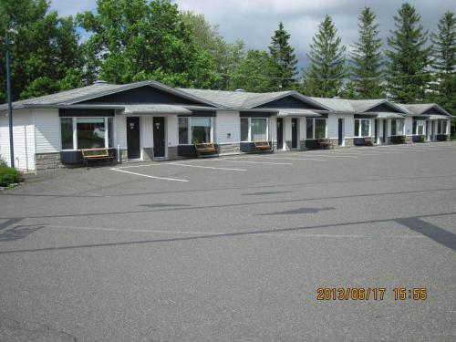 Motel Parc Beaumont Inc. Photo
