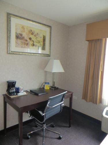 Baymont Inn & Suites- Gurnee Photo