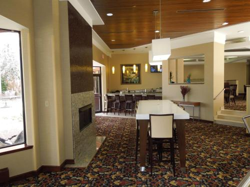 Radisson Cleveland Airport Photo