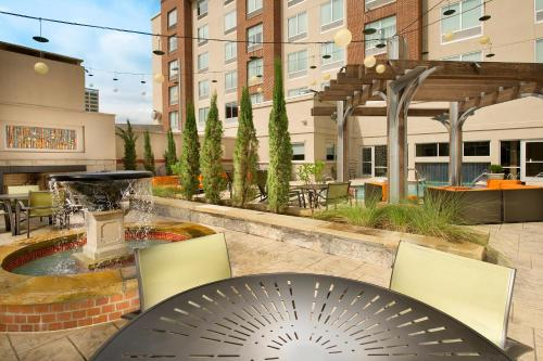 Hampton Inn & Suites Chattanooga Downtown Photo