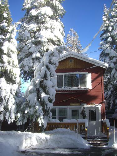 Tahoma Meadows Cottages - Bed and Breakfast