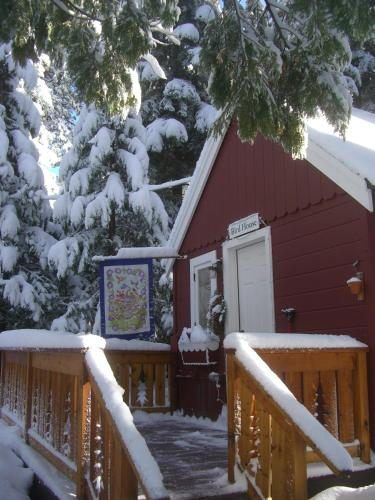 Tahoma Meadows B&B Cottages Photo