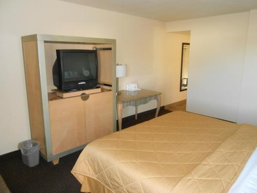 Howard Johnson Inn - Flagstaff - Flagstaff, AZ 86004