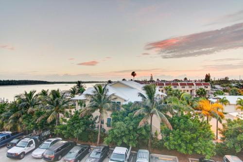 Hutchinson Island Plaza Hotel And Suites - Fort Pierce, FL 34949
