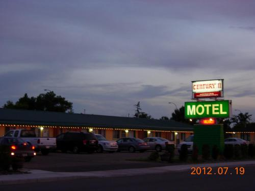 Century II Motel Photo