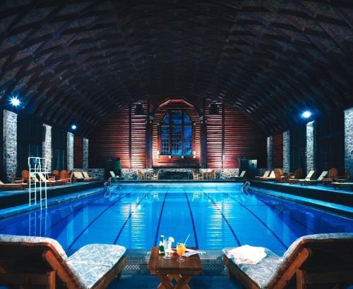Fairmont le chateau montebello montebello qc canada for Club piscine ottawa ontario