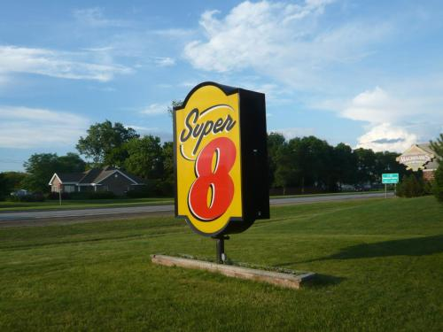 Super 8 Green Bay I-43 Business Park Photo