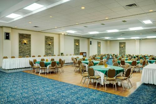 Best Western North Bay Hotel & Conference Photo