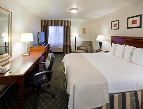 Holiday Inn Redding Photo
