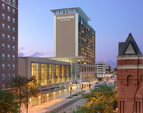 DoubleTree by Hilton Hotel Cedar Rapids Convention Complex Photo