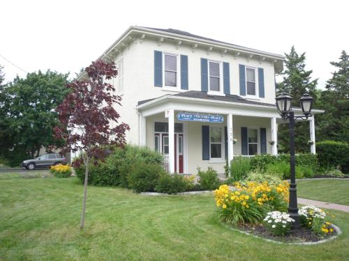 Place Victoria Place Bed & Breakfast in Belleville from CA$105