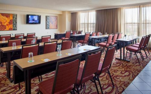 Courtyard by Marriott Pueblo Photo