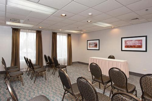 Hampton Inn & Suites Lincolnshire Photo