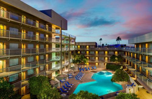 DoubleTree Suites by Hilton Phoenix photo 2