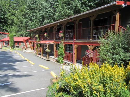 Holiday Motel & RV Resort Photo