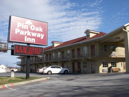 Pin Oak Parkway Inn Photo