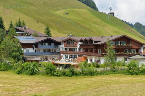 Naturhotel Lärchenhof in Mittelberg from €76