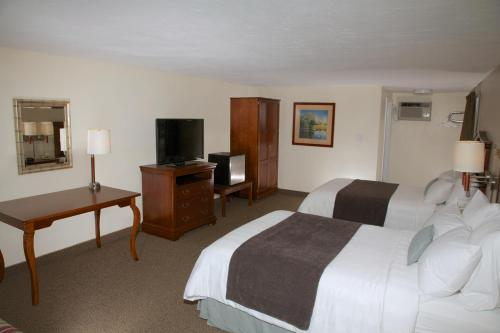 Holiday Hill Inn & Suites Photo