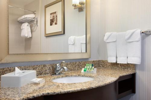Hilton Garden Inn Edmonton International Airport Photo