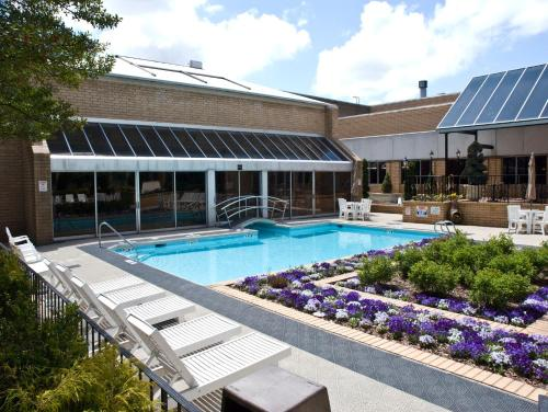 Sheraton Greensboro At Four Seasons In Greensboro Nc Swimming Pool Indoor Pool Outdoor
