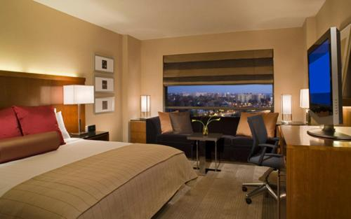 Hyatt Regency Crystal City at Reagan National Airport Photo